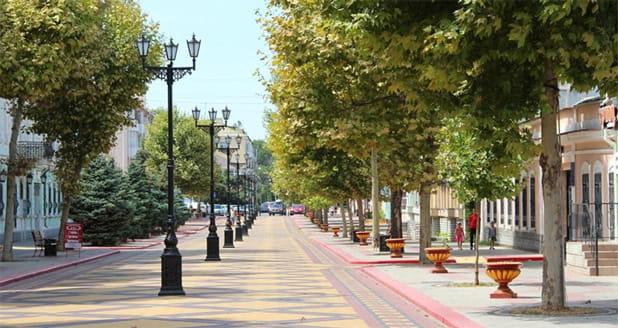 700 метров до пешеходной улицы и площади им. Ленина